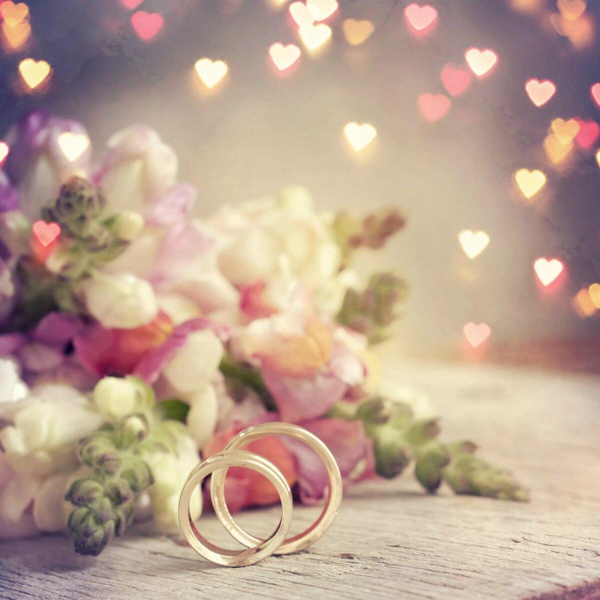 Что подарить на 10 лет свадьбы - символические и недорогие подарки